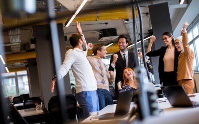 Cómo empoderar a los empleados para ayudar a clientes con necesidades urgentes
